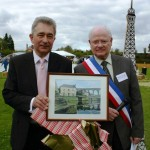 2013 May 5th Jean Paul Gorin presents Steve Jenner with Lanvallay painting by Hubert Adam 193